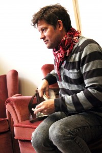 Micke Fhinn i skivstudion. Foto: Samuel Björk
