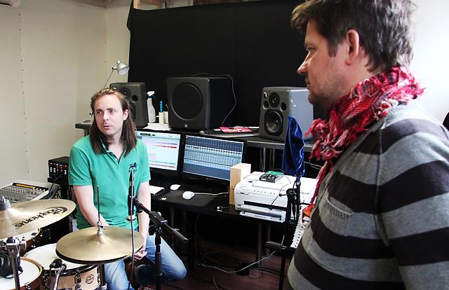 Johan Eckeborn och Micke Fhinn i studion.